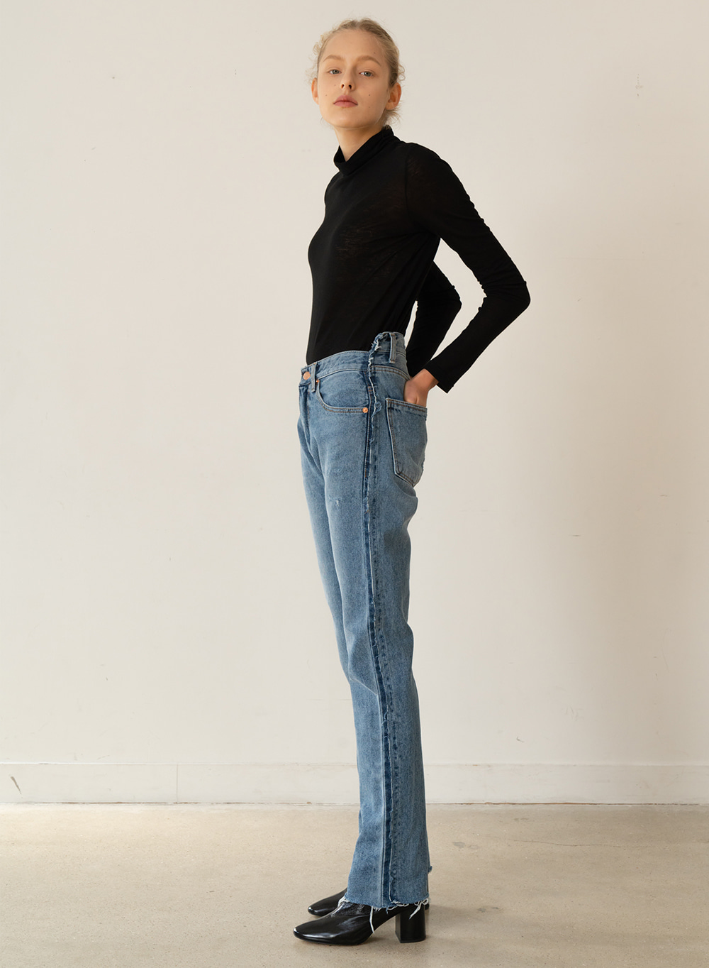 [ESSENTIAL] Asymmetry Line Denim Pants Blue