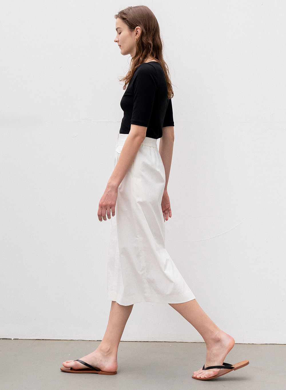[ESSENTIAL] H-Line Midi Skirt White